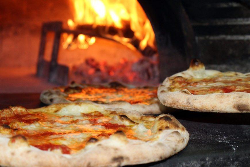 ustionata dalla pizza: responsabile il ristoratore