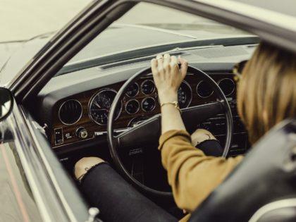 dito rotto nello sportello dell'auto: ne risponde la compagnia RCA